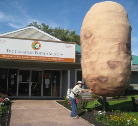giant_potato_PEI_museum